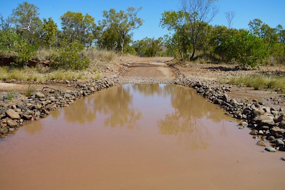 El Questro Wilderness Park - Überschwemmte Pisten müssen durchquert werden - Kimberley Outback - Western Australia