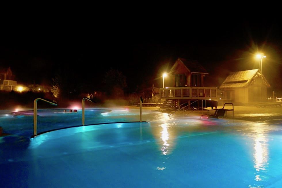 Tropical Islands - der Außenbereich bei Nacht - Brandenburg