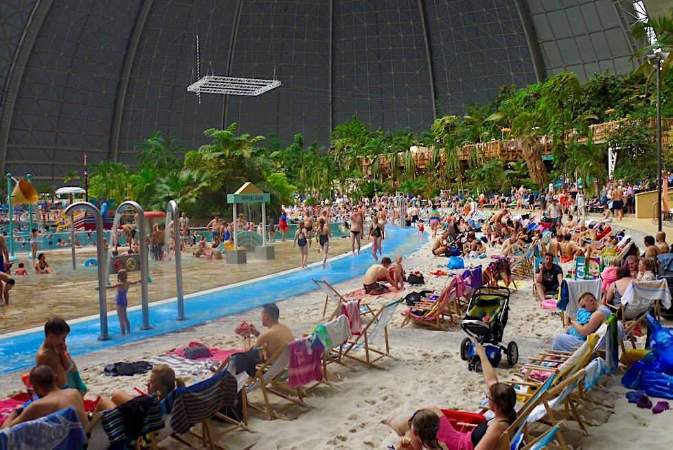 Tropical Islands - Wer am Wochenende einen schönen Platz will, muss sehr früh kommen - Brandenburg