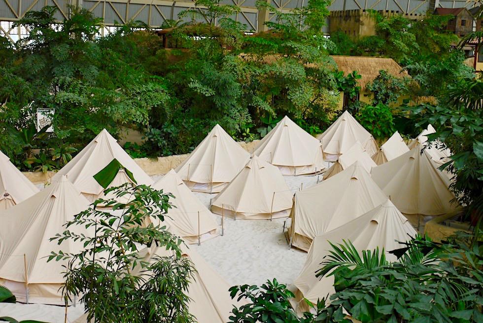 Tropical Islands - Zelten im Regenwald-Camp: eine der Übernachtungsmöglichkeiten in der Halle - Brandenburg