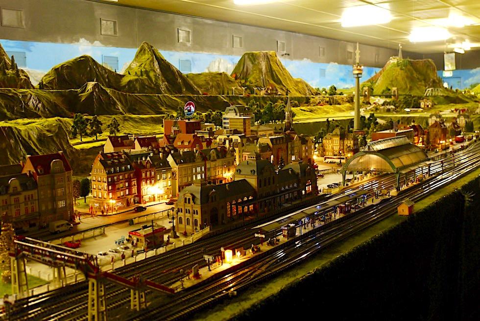 Lakeside Modelleisenbahn - Miniaturwelt aus Bahnhöfen, Gleisen & Schienen - Umland Melbourne - Victoria