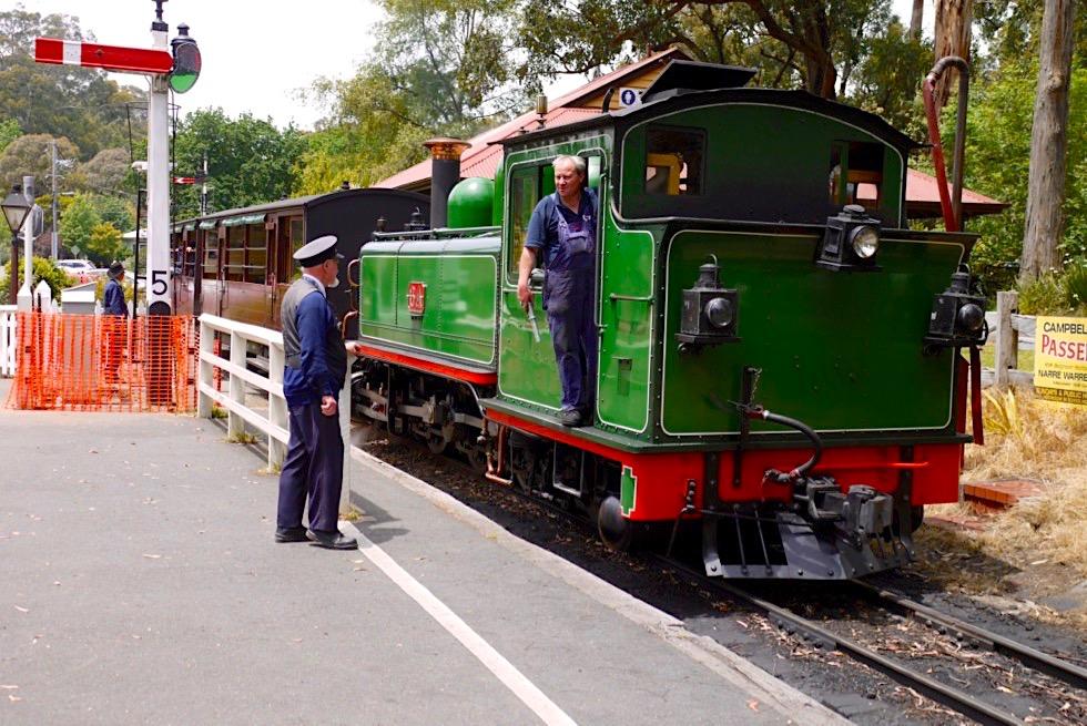 Menzies Creek - Eine der historischen Puffing Billy Railway Stations auf dem Weg von Belgrave nach Gembrook - Dundenong Ranges - Victoria
