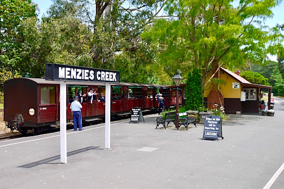 Menzies Creek - Eine der historischen Puffing Billy Railway Stations zwischen Belgrave & Gembrook - Victoria