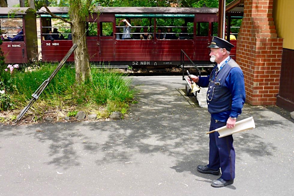 Menzies Creek - Zugfreigabe zur Weiterfahrt mit der historischen Dampflok - Vitoria