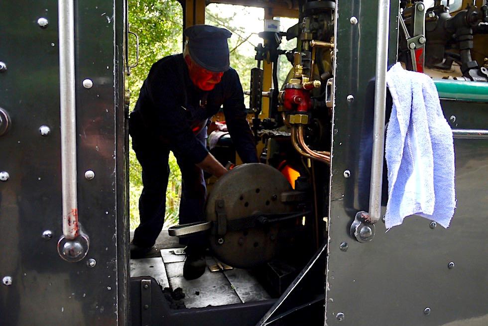 Puffing Billy Museumsbahn - Befeuerung der Dampflokomotive - Highlight bei Melbourne - Victoria
