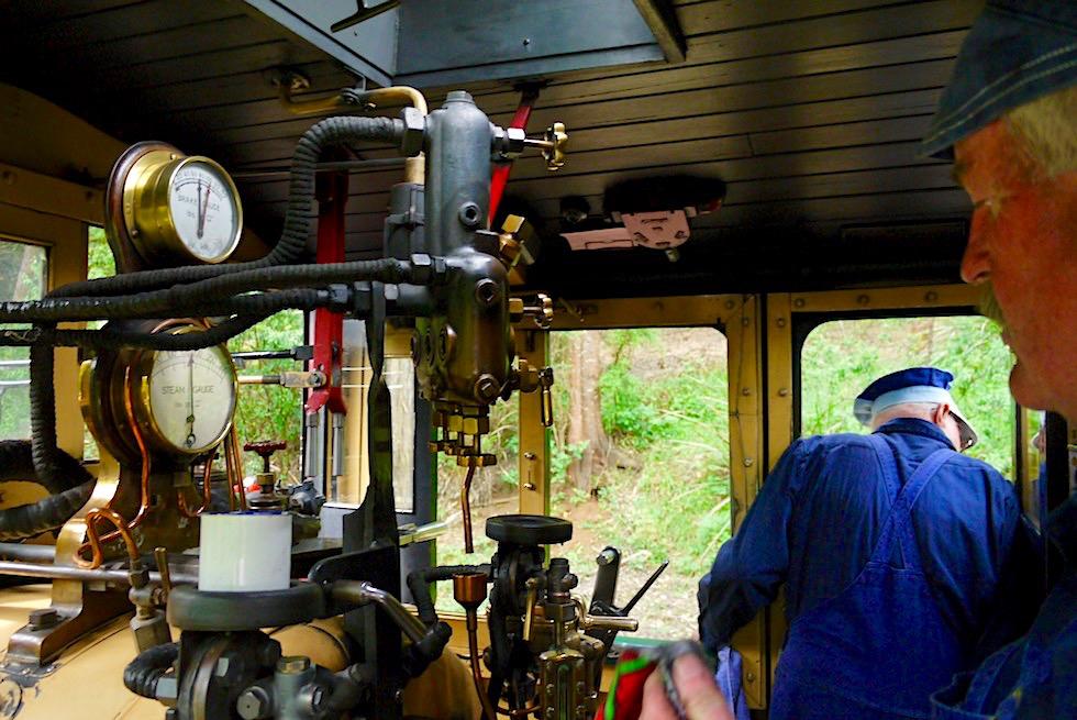 Puffing Billy Railway & Museumsbahn - Führerhaus der historischen Dampflokomotive - Highlight bei Melbourne - Victoria