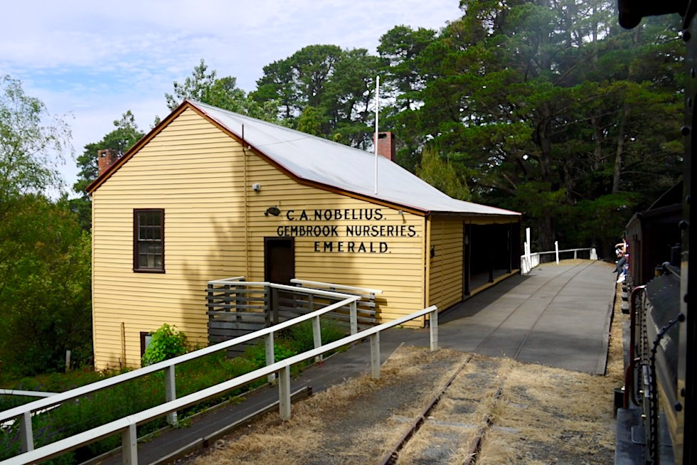 Tagesausflug mit der Puffing Billy Railway - Gembrook Nuseries in Emerald: einer der historischen Stationen unterwegs - Victoria