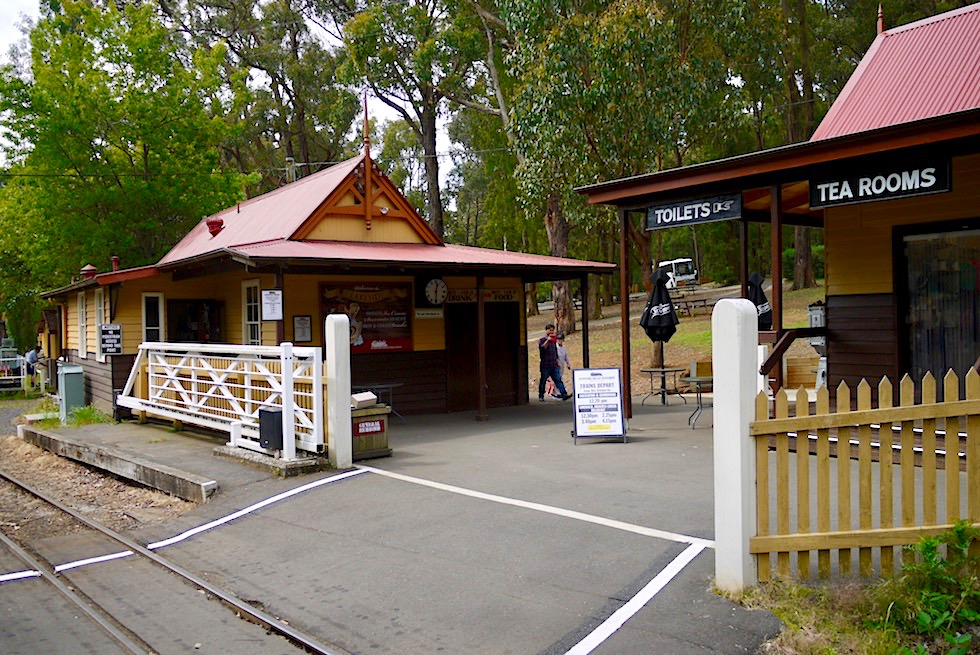 Puffing Billy Museumsbahn - Lakeside: der Bahnhof - Emerald Lake bei Melbourne - Victoria