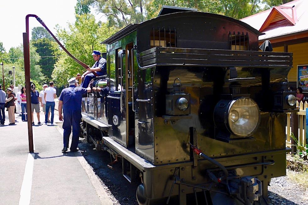 Puffing Billy: historische Dampflokomotive - ehemalige Endstation: Lakeside - Wassertanken für die Weiterfahrt - Victoria