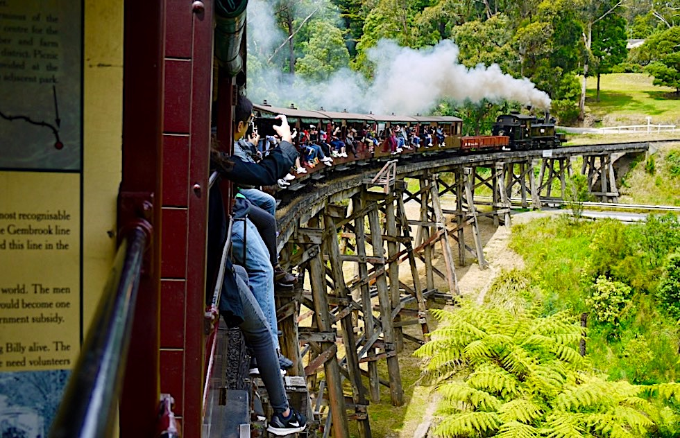 Puffing Billy Railway - Monbulk Creek Trestle Bridge: ein Highlight der Fahrt - Dundenong Ranges bei Melbourne - Victoria