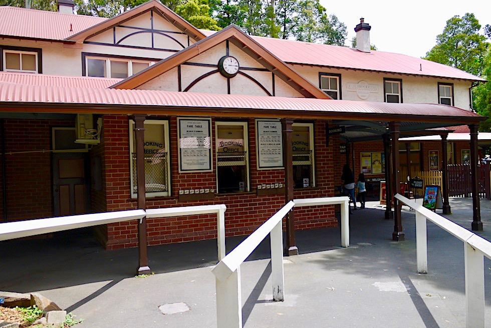 Puffing Billy Railway Station - Fahrkartenschalter & historisches Bahnhofsgebäude in Belgrave - Dundenong Ranges - Victoria