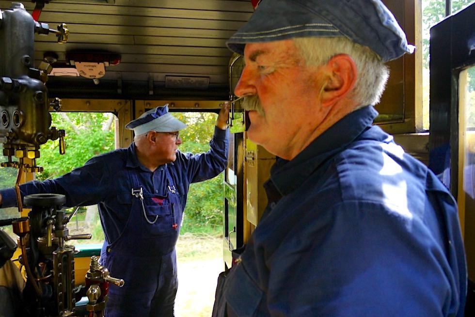 Puffing Billy Museumsbahn - Zugführer & Befeuerer im Führerstand der historischen Dampflokomotive - Victoria