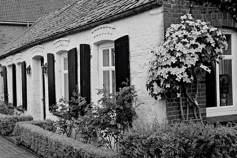 Herrlichkeit Rysum - Geschichte des Warfendorfes & Historische Häuser - Krummhörn - Ostfriesland