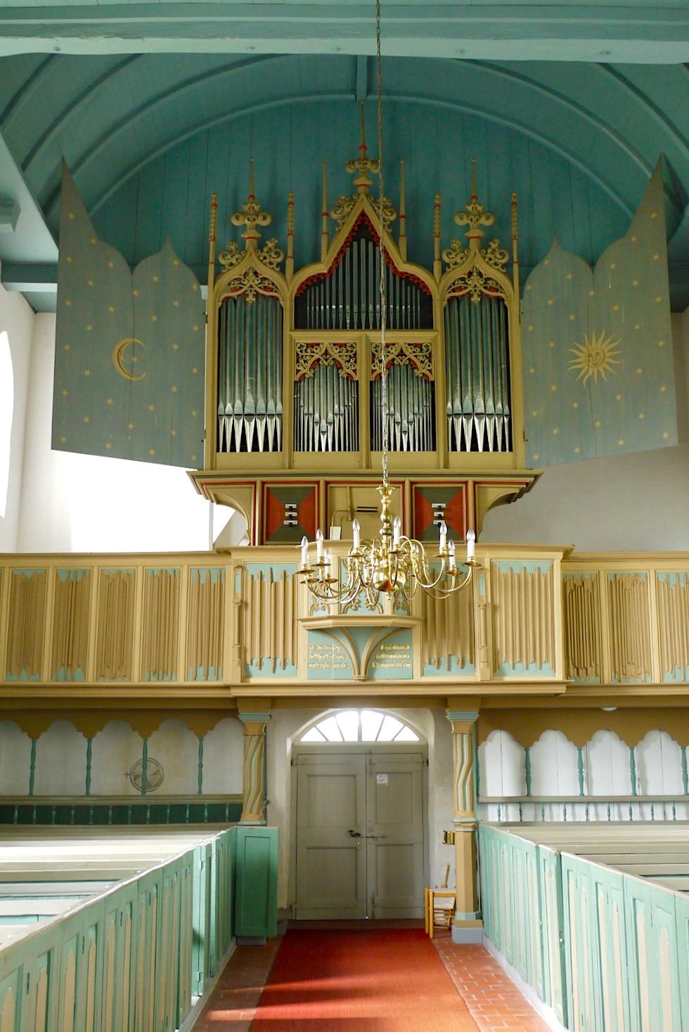 Rysum - Kirche mit Empore und ältester spielbarer Orgel Deutschlands - Krummhörn - Ostfriesland
