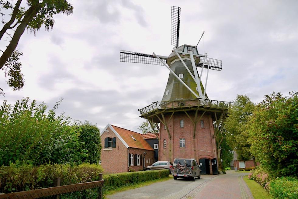 Rysum Mühle: eine der Sehenswürdigkeiten des Warfendorfes - Krummhörn - Ostfriesland