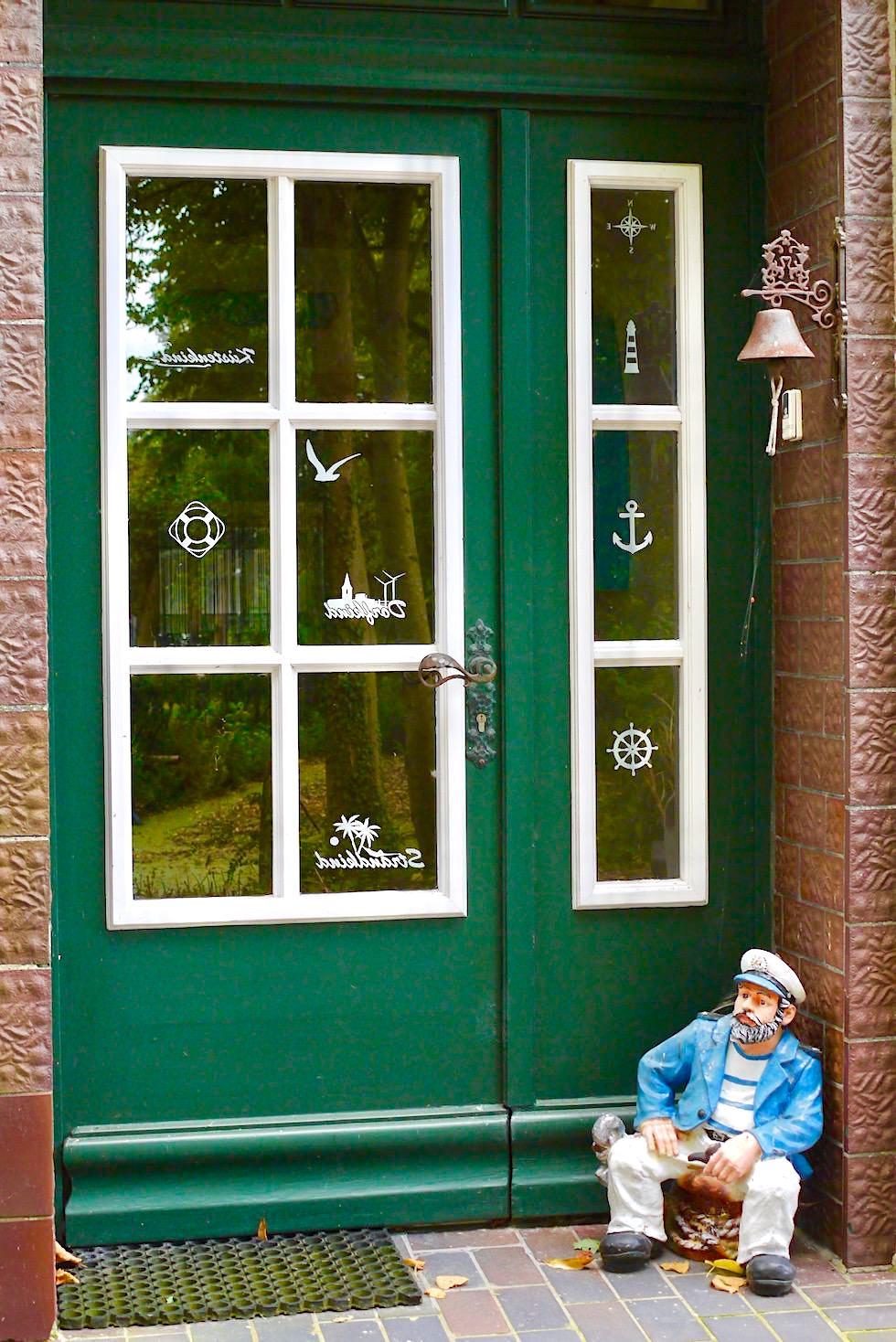 Schönes Rysum - Schmucke Eingangstüren - Warfendörfer der Krummhörn - Ostfriesland