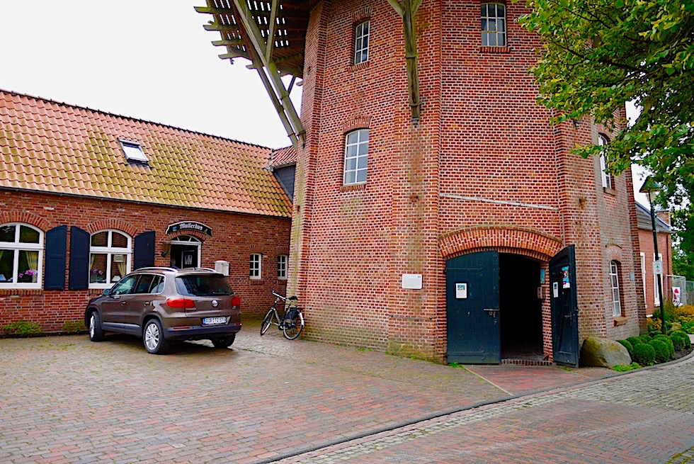 Restaurierte Windmühle von Rysum & Café im Müllerhaus: ein Highlight von Rysum - Krummhörn - Ostfriesland