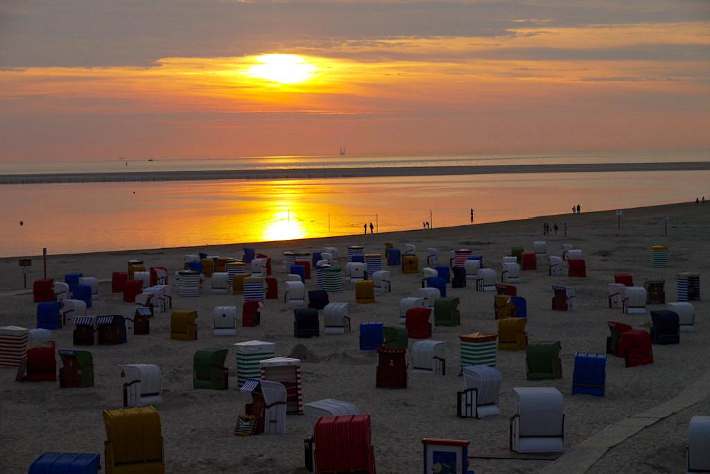 Borkum - Strand & feuriger Sonnenuntergang - Ostfriesische Inseln