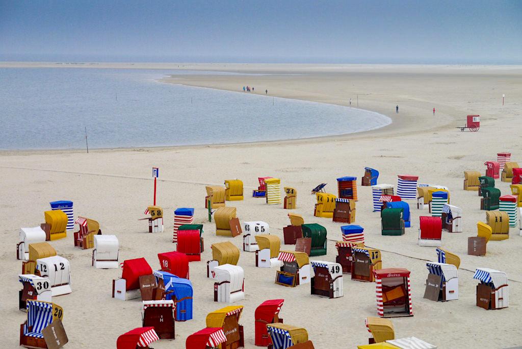 Borkum - endlose Strandspaziergänge lassen den Trubel der Strandpromenade bald hinter sich - Ostfriesische Inseln