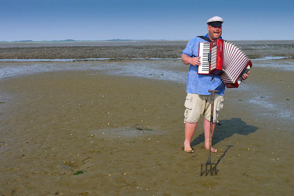 Borkum - Wattwanderung & Lieder auf dem Akkordeon mit Albertus Akkerman - Ostfriesische Inseln