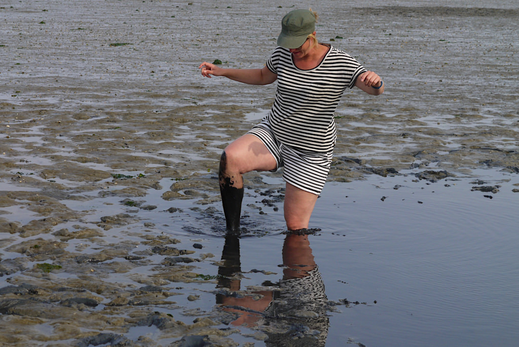 Borkum - Gefahren im Watt: harmlos aussehnde Schlicklöcher - Ostfriesische Inseln