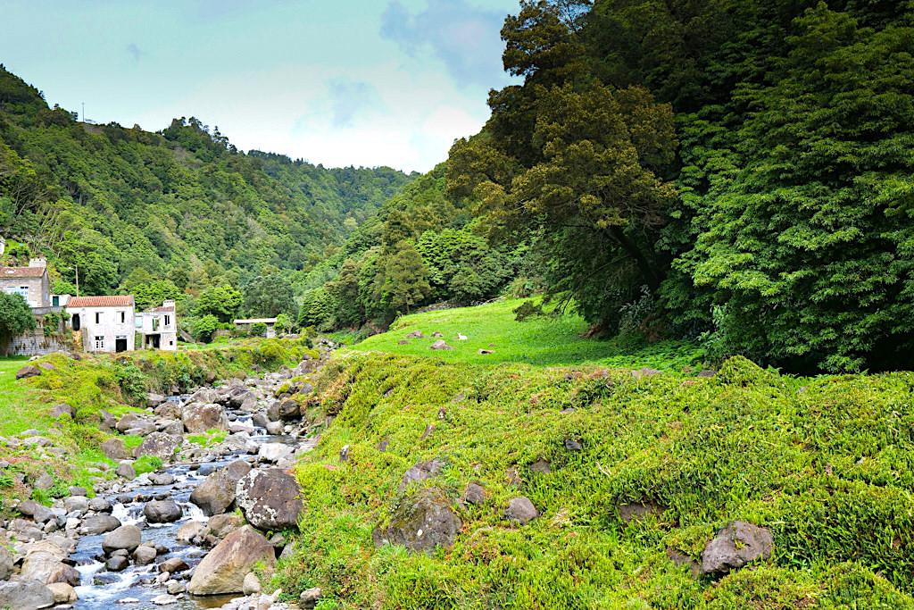 Faial da Terra - Start der kurzen Rund-Wanderung zum Wasserfall Salto do Prego - Sao Miguel - Azoren