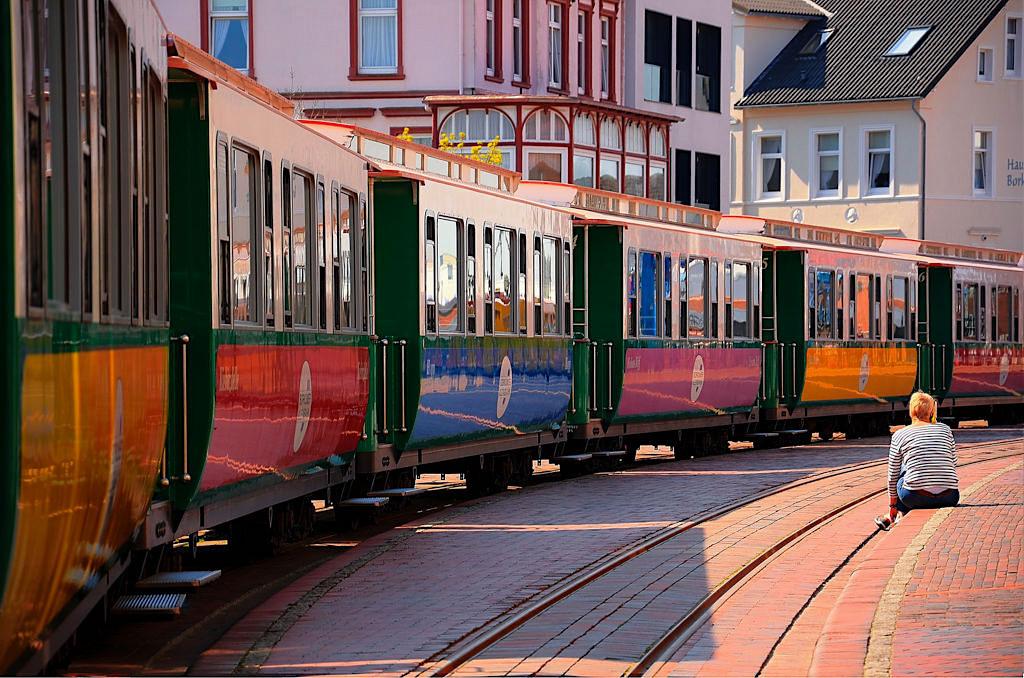 Die nostalgische Inselbahn verbindet die Gemeinde Borkum & den Hafen - Ostfriesische Inseln - Niedersachsen