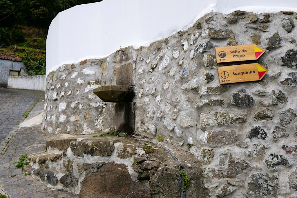 Salto do Prego - Wanderung zum Wasserfall: der Start in Faial da Terra - Sao Miguel - Azoren