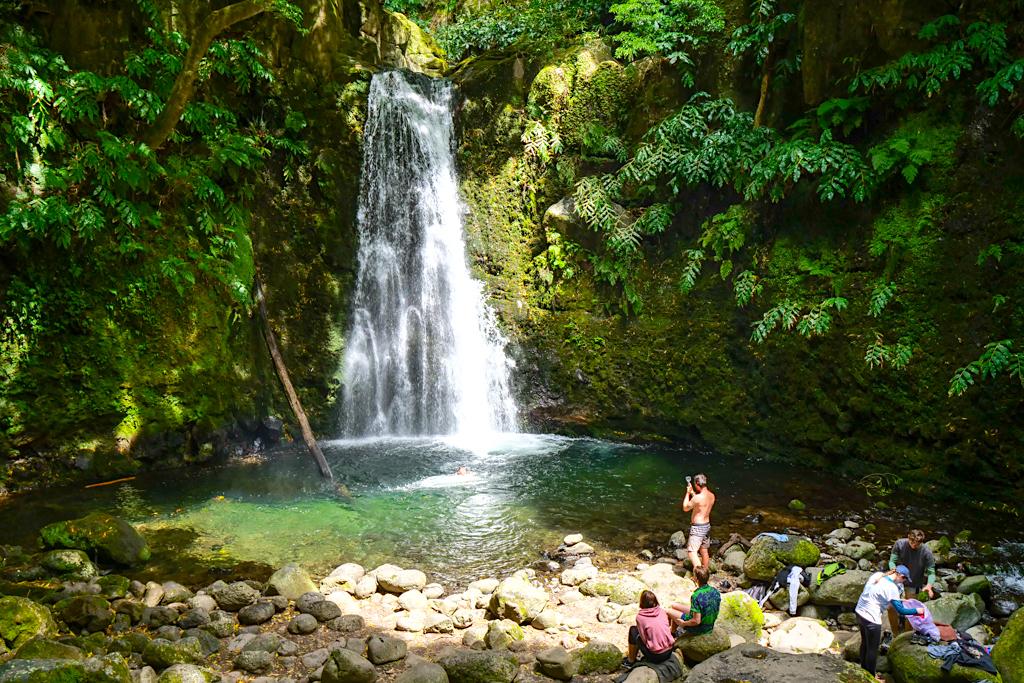 Von Faial da Terra zum Salto do Prego - sehr beliebte & eine der schönsten Kurzwanderungen mit Wasserfall-Erlebnis auf Sao Miguel - Azoren