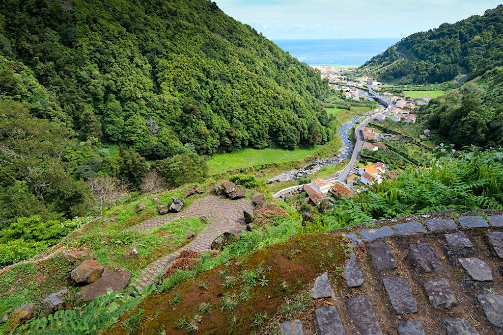 Salto do Pedro & Sanguinho Wanderung - Ausblick auf Faial da Terra - Sao Miguel - Azoren