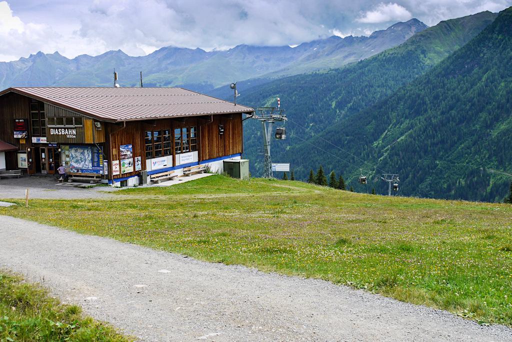 Diasbahn Bergstation - Talstation befindet sich in Kappl im Paznauntal - Österreich