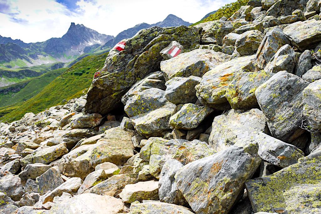 Geröllabschnitt Kieler Weg auf der Wanderung zur Niederelbehütte - Verwallgruppe im Paznaun - Österreich
