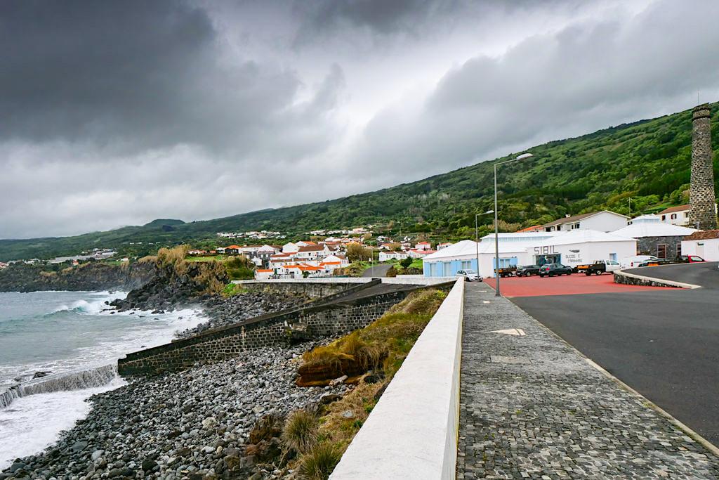 Lajes do Pico - Ausblick auf Küste, Ort & Walmuseum - Pico - Azoren