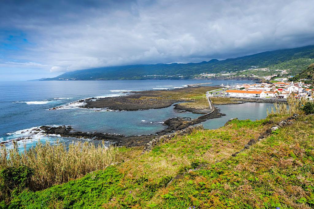 Wunderschöner Ausblick auf Lajes do Pico - Bester Ort für Walbeobachtungstouren auf den Azoren