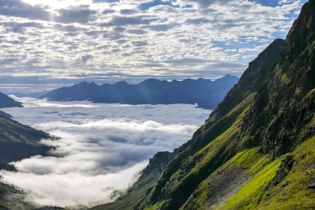Niederelbehütte - Ausblick auf Nebel- und Wolkenmeer im Paznauntal - Verwall-Gruppe - Österreich