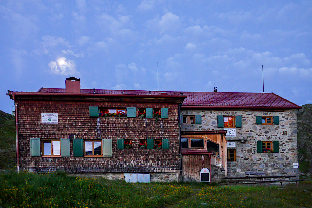 Niederelbehütte bei Nacht - Verwall-Gruppe im Paznaun - Österreich