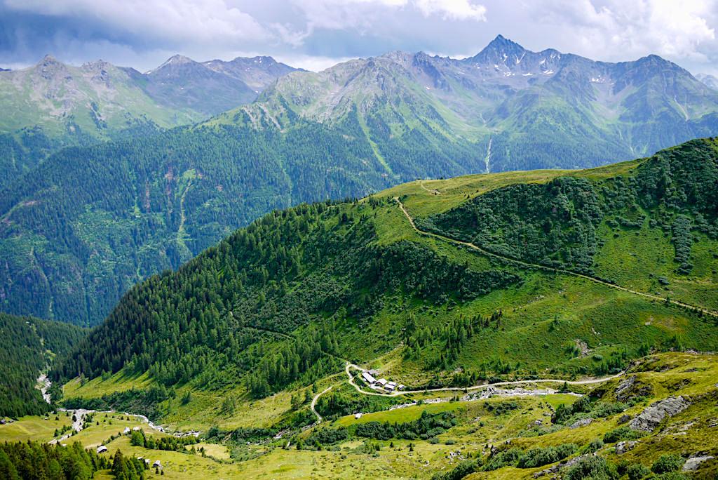 Untere Seßladalpe - Alternativroute der Wanderung zur Niederelbehütte gesehen vom Kieler Weg - Paznaun - Österreich