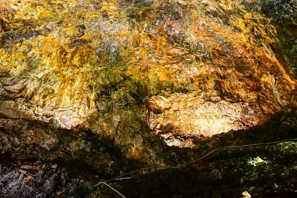 Algar do Carvao - Grandiose farbige Höhlengewölbe auf Terceira - Azoren