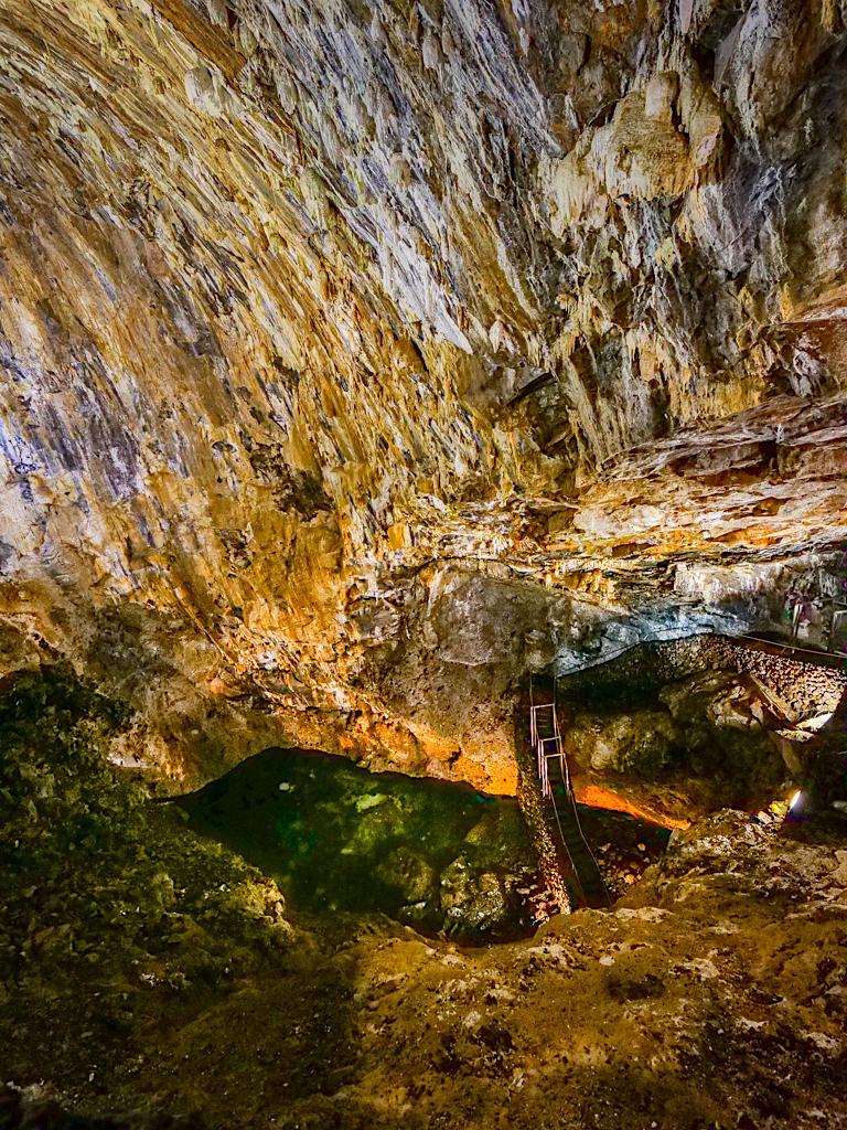 Algar do Carvao - kristallklarer See & mehr als 3000 Jahre Höhlen-Gewölbe - Terceira - Azoren