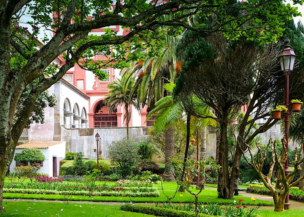 Angra do Heroismo - Jardim Publico: eingebettet in eine Stadt voller Prachtbauten - Terceira - Azoren