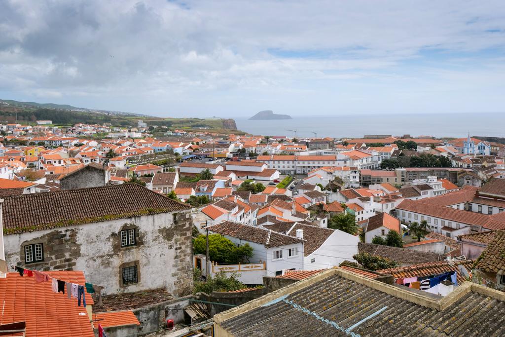 Angra do Heroismo - Neustadt vom Alto da Memoria gesehen - Terceira, Azoren