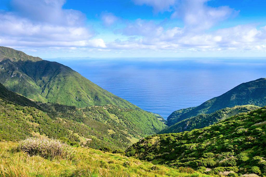 Überwältigender Ausblick von der Serra Topo Wanderung zur Caldeira de Santo Cristo - Sao Jorge - Azoren