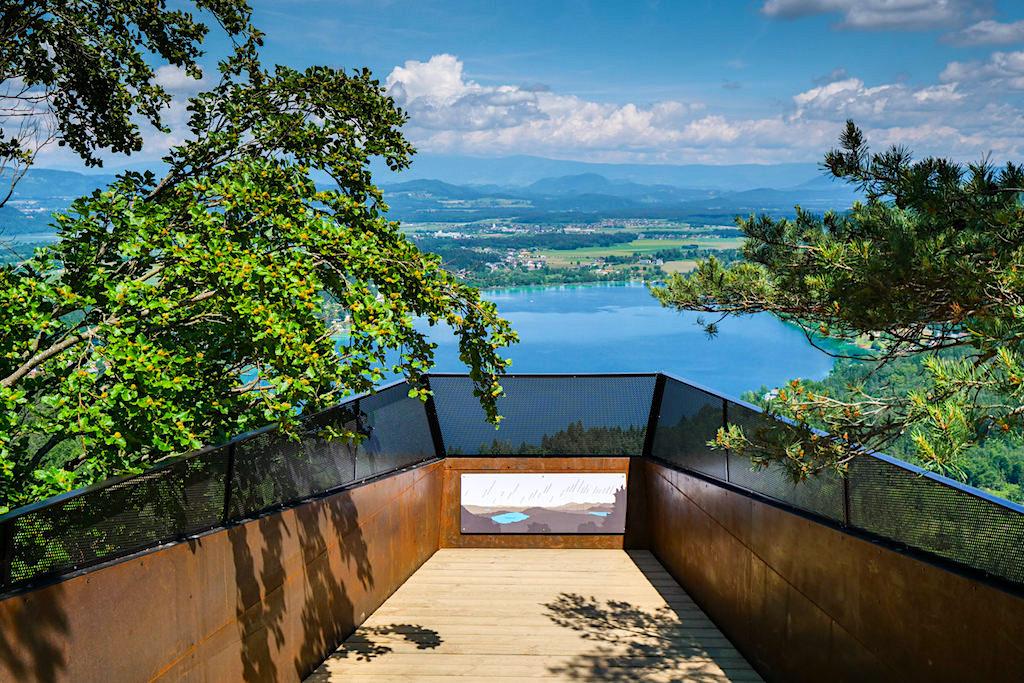 Neue atemberaubende Slow Trail Aussichtsplattform am Gipfel des Kitzelbergs - Süd-Kärnten, Österreich