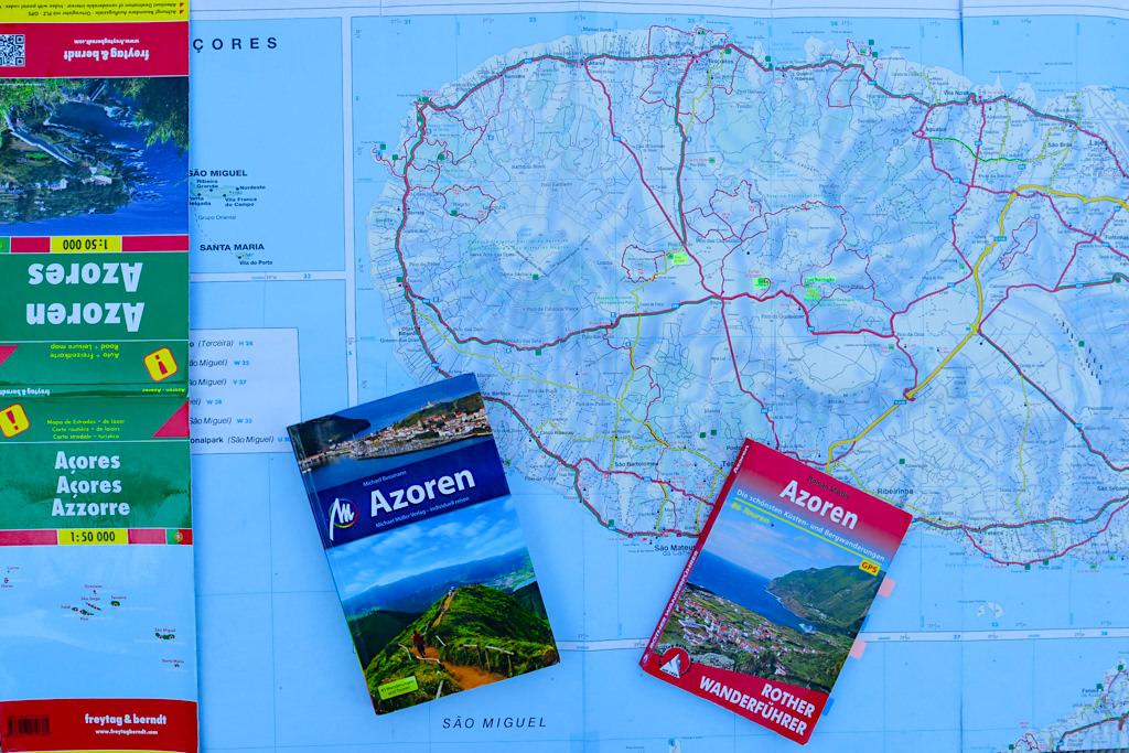 Unverzichtbare Azoren Helfer: Straßenkarte von Freytag & Berndt, Reiseführer vom Michael Müller Verlag, Rother Wanderführer für die Azoren