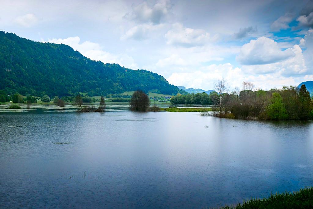 Slow Trail Bleistätter Moor - Start der Wanderung bei den schönen Moor-Seen - Kärnten, Österreich