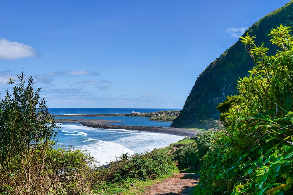 Beeindruckender Ausblick auf Faja da Caldeira de Santo Cristo mit Lagune - Sao Jorge, Azoren