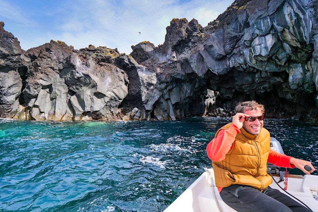 Filipe der Vermieter von Intact Farm Bungalows macht persönlich geführte Bootstouren - Sao Jorge - Azoren