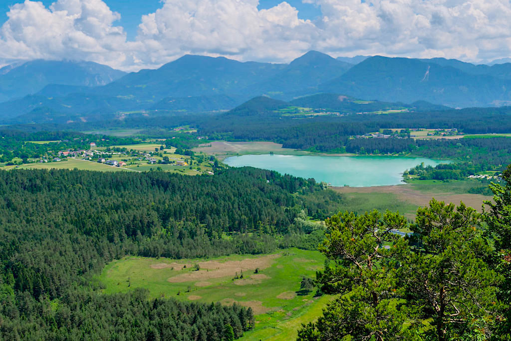 Ausblick vom Gipfel des Kitzelbergs auf den Turnersee - Slow Trails Klopeiner See - Kärnten, Österreich