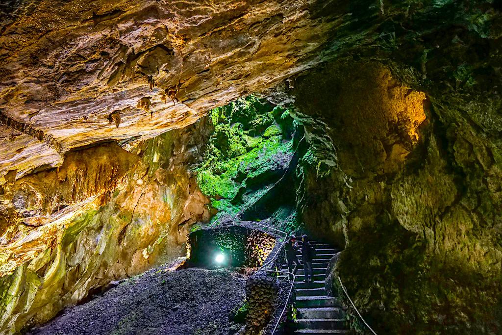 Gruta Algar do Carvao - Atemberaubend schöne und riesige Höhle auf Terceira - Azoren