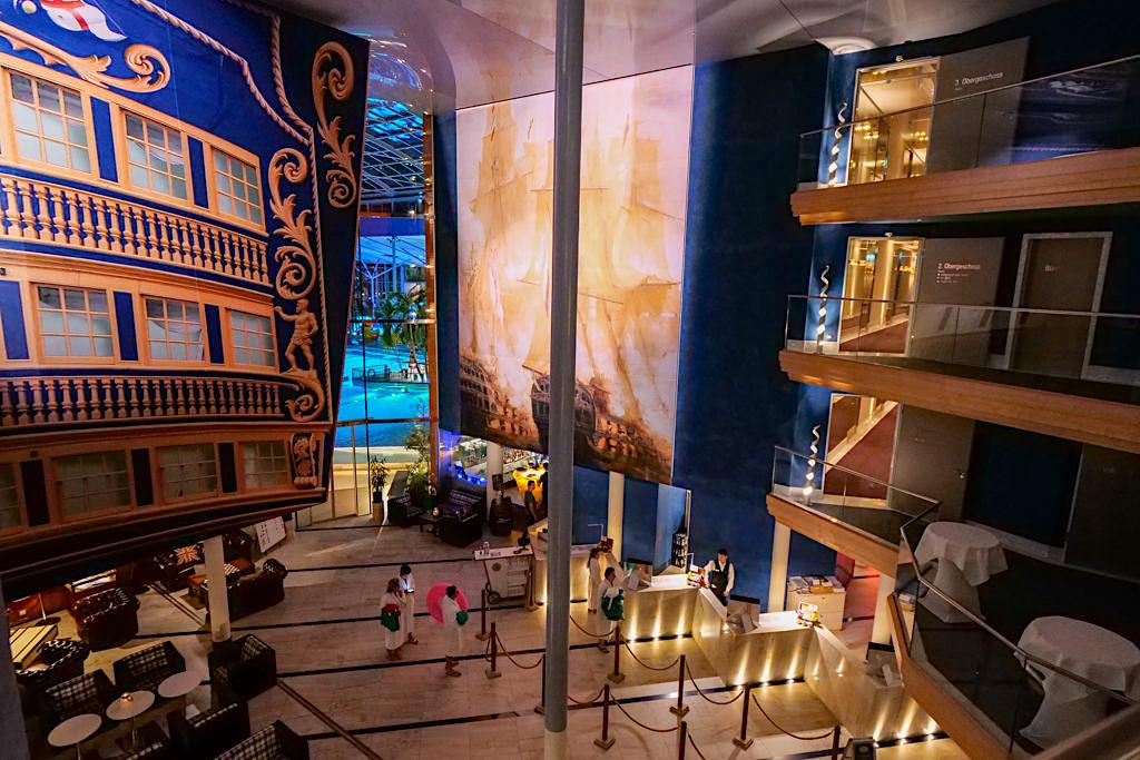 Hotel Victory - Faszinierendes Foyer mit grandiosen Ausblicken in der Therme Erding - Bayern